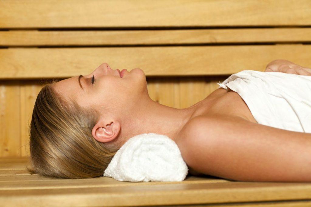 Как провести время в сауне с максимальным комфортом
